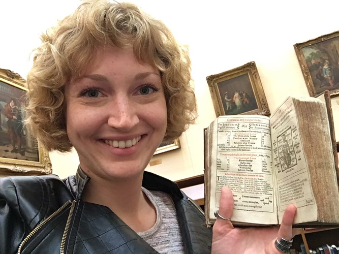 Claire_Harlan_with_a_17th_century_almanac_at_the_Folger_Shakespeare_Library_July_2017